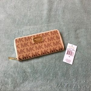Michael Kors Continental Signature Wallet